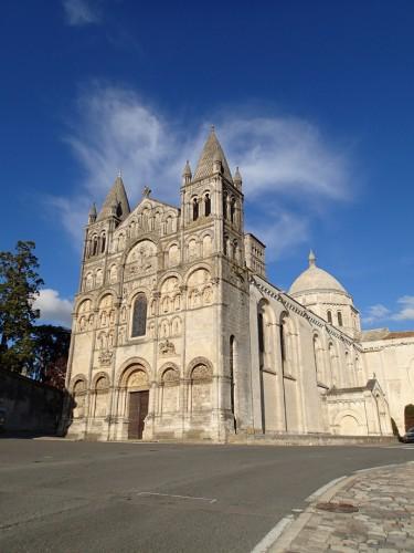 cathédrale-Angoulême-bar-a-voyages
