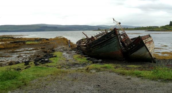 Épaves de bateaux sur la route vers Tobermory sur l'Île de Mull. - Blog Le Bar à Voyages