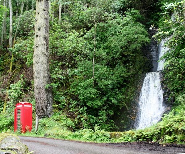 """Une cabine téléphonique """"So British"""" au bord de la route sur l'île de Mull - Ecosse - Blog Le Bar à Voyages"""