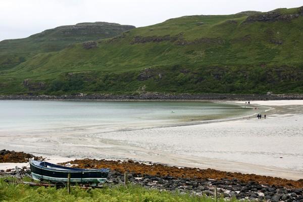 Une plage de sable blanc sur l'Île de Mull en Ecosse. - Blog Le Bar à Voyages