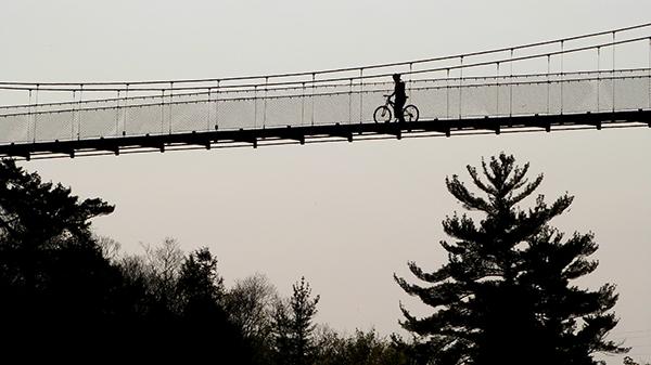 A vélo au dessus des chutes de la Chaudière - Québec