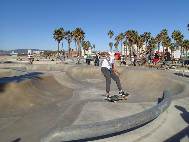 Les fans de skate se réunissent tous au Venice Beach Skate Park