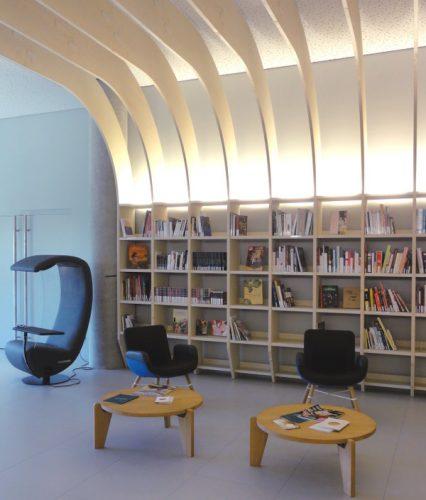 Salle de lecture de la Cité du Vin Bordeaux - blog Bar à Voyages