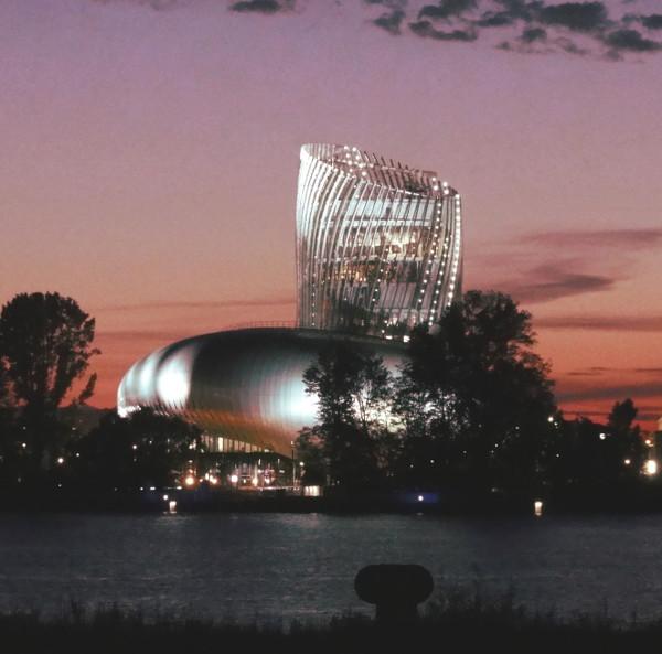 Cité du Vin de nuit - Bordeaux - blog Bar à Voyages