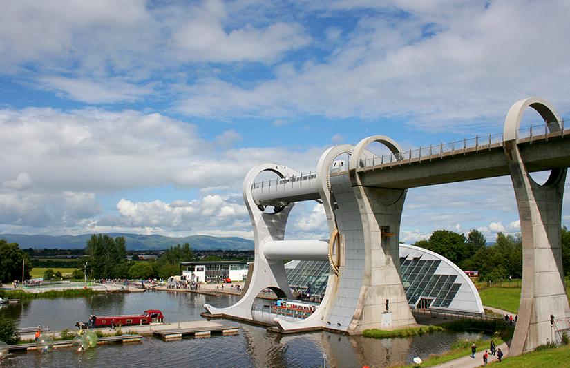 La roue de Falkirk et son centre touristique (si vos enfants vous fatiguent, enfermez-les dans les bulles en bas à gauche, elles sont faites pour ça !) ©Magali Renard / Le Bar à Voyages