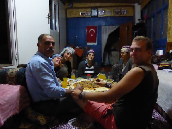 repas-famille-turque-WhyNotTDM-blog-bar-a-voyages