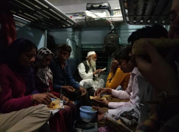 train-inde-WhyNotTDM-blog-bar-a-voyages