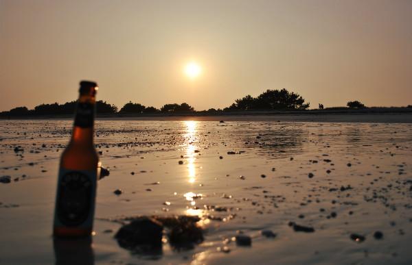 bière au coucher du soleil-blog Bar à Voyages